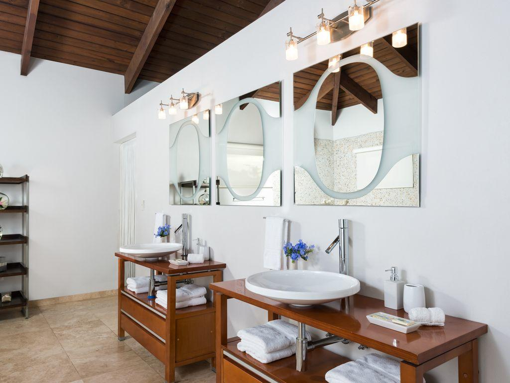 The Spectacular Master Suite Bath